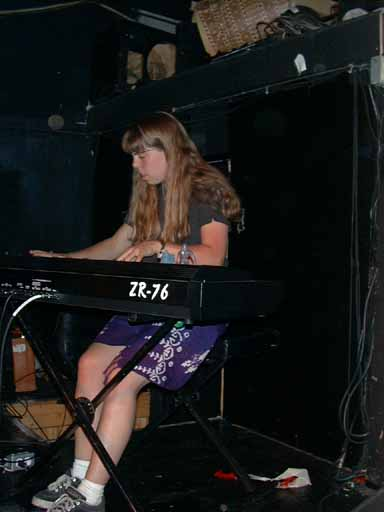 16 Keyboard Lady 5L1.jpg (22839 bytes)